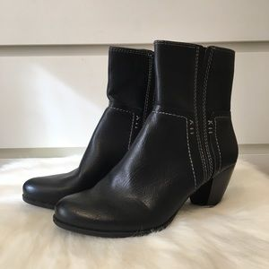 NaturalSoul by Naturalizer Black Leather Booties